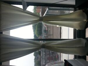 8 pieces curtain white 2.50 meters in 1.50 meters with 3 rods