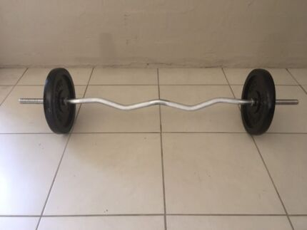 25kg EZ bar with 2 x 10 kg weight plates VGC - LIKE NEW
