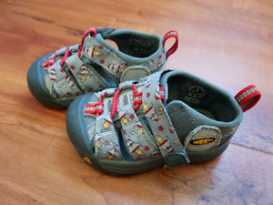 Keen sandals toddler size 4 - salmon Arm