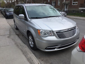 2012 Chrysler Town & Country Bluetooth) Stow N Go