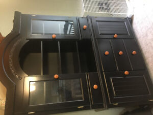 Buffet/hutch and dining room table
