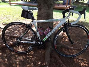 Vélo de route éclipse avec shimano 105
