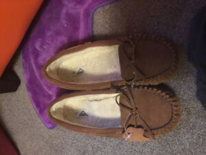 Slippers/moccasins