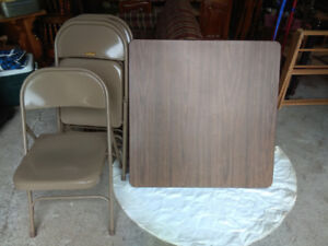 Krueger folding table and 4 chairs