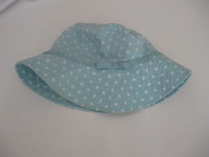 Summer Gap hat with strap 18-24 months