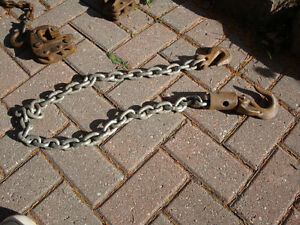 Lifting chain with swivel hook at one end.