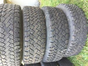 pneus  d'hiver usagé avec jante