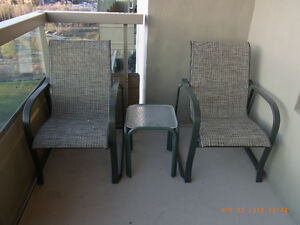 2 Heidt High back patio chairs with table