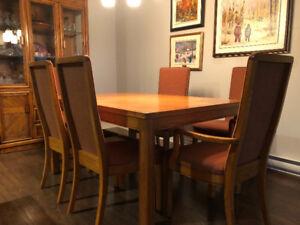 Table à manger en chêne avec 6 chaises