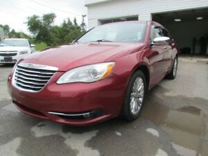 2011 Chrysler 200 LIMITED! AC! HEATED SEATS! NICE UNIT!! LOOK