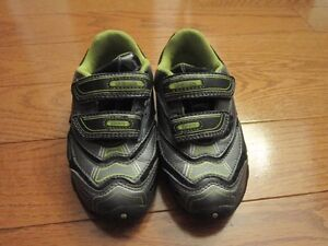 GEOX running shoes size 8.5 (25 E)