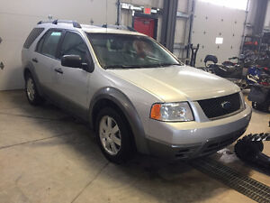 2005 Ford FreeStyle LE  ** VERY CLEAN**