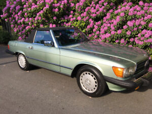 Immaculate 1987 Mercedes Benz 560SL with Soft and Hard top