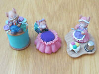 Mouse themed sewing kit