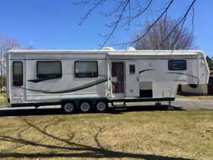 Fifth Wheel 2002,  36 pieds,  3 extensions