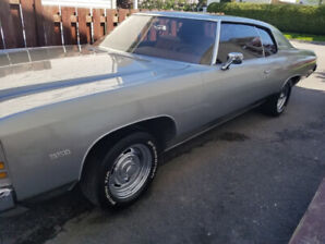 Chevrolet Impala custom 1972 (voiture antique)