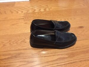 Bass Leather Penny Loafers – Size 5.5