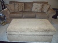 FULL COUCH SET  NEW CONDITION   MINT  MINT.