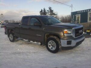2014 GMC Sierra 1500 LE Pickup Truck !! SUPER LOW KMS !!