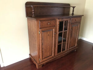 Excellent Quality Solid Oak Sideboard & Side Table For Sale