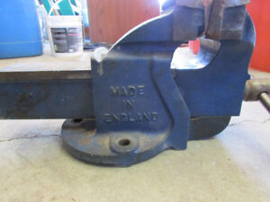 Record #4 bench Vice, 4 1/2 inch in excellent shape
