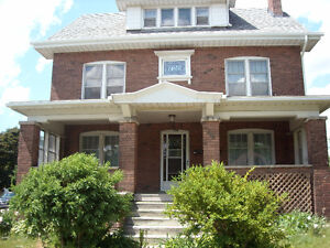 FULLY RENOVATED 1 BEDROOM AVAILABLE AUGUST 1ST!!
