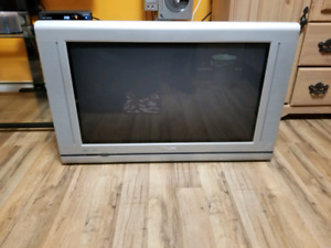 """Philips 30"""" HD CRT TV w/Remote - Works Great!"""