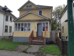 Willian Whyte Area 2 story home with 5 bedrooms!
