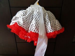Beautiful white satin skirt . From 2 tol 4 years old  childs