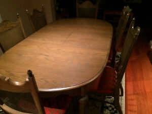 Solid wood beautiful dining table with 6 chairs