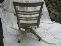 vintage vieille chaise professeur en bois franc avec bras Longueuil / South Shore Greater Montréal Preview