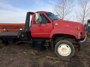 2000 Chev Top Kick Vulcan Tilt and Load c/w winch and wheel lift