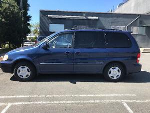 2004 Kia Sedona Minivan, Van