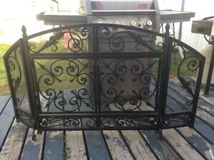 Fire pit or fireplace guard