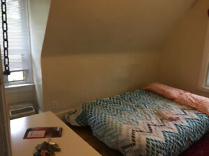 BLOOR Spadina Furnished Studio Students All included $1099