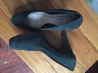 Clarks women's shoes dark green size 7.5