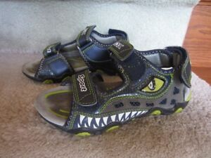 Boys Geox sandal size 13 for ages 6-10 yr old in new condition.