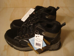 Altra Defender Men's CSA Steel Toe Work Boots Size 9 with tags