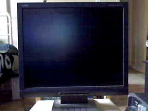 """AccuSync 17"""" LCD computer monitor with cords mint condition."""