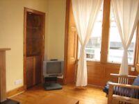 2 bedroom flat in Great Junction Street, Leith, Edinburgh, EH6 5LQ