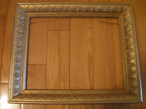 ATTRACTIVE OLD VINTAGE VICTORIAN-STYLED GILT PICTURE FRAME