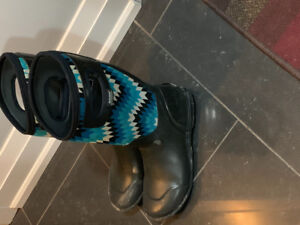 Woman Bogs size 8. Great condition.