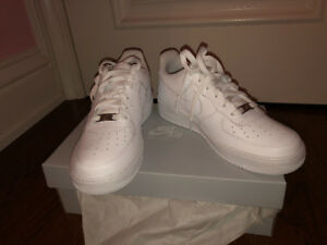 BRAND NEW NIKE AIR FORCE 1 Older Kids' Shoe SIZE 6.5Y