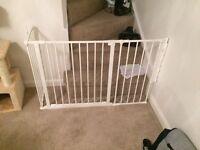 Flexi fit stair gate