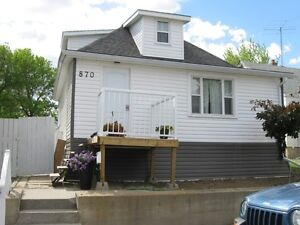 870 7th Ave. N.W., Moose Jaw