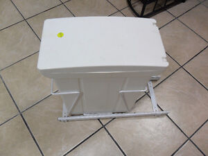 Pull-Out Cabinet Garbage Can