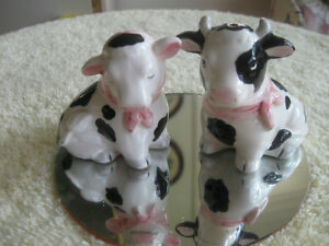 "PAIR of ADORABLE RUSTIC VINTAGE ""DOWN-on-the-FARM"" SALT & PEPPER"