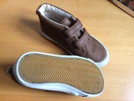 Boys H&M shoes size 11