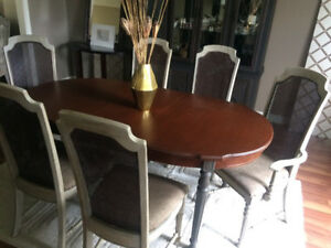 Dining/Kitchen table with leaf and six chairs