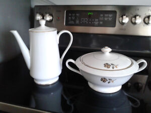Tea/coffee pot and covered dish